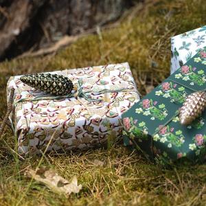 Koustrup & Co. gavepapir - nåletræer og kager