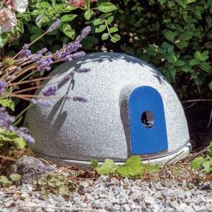 Denk humlebi slot i granit