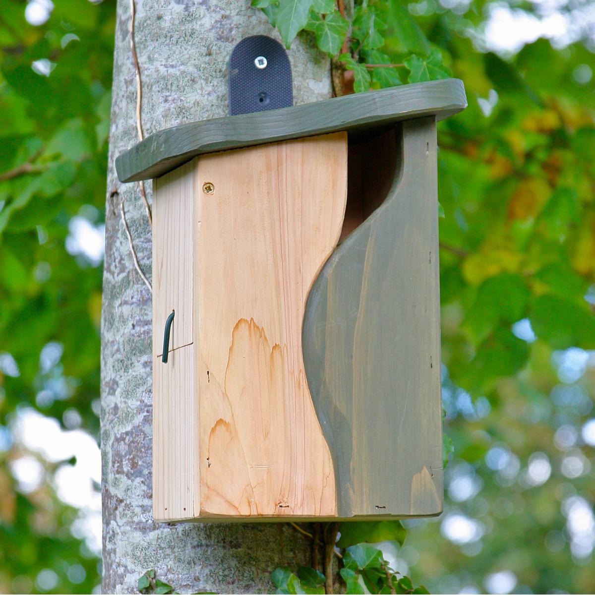 Wildlife World fuglehus med kurvet indgang